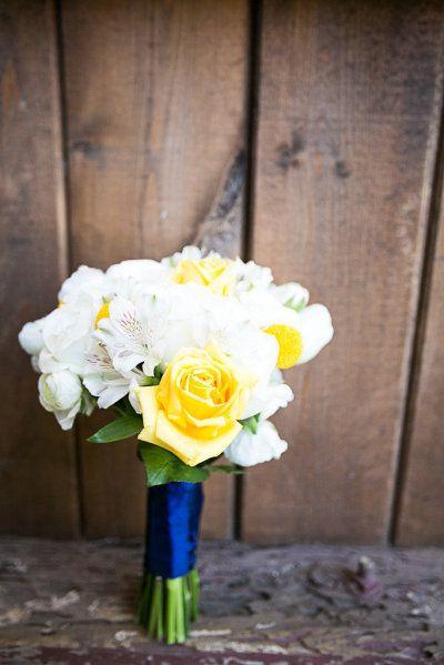 Casamento com decoração Azul escuro e Amarelo