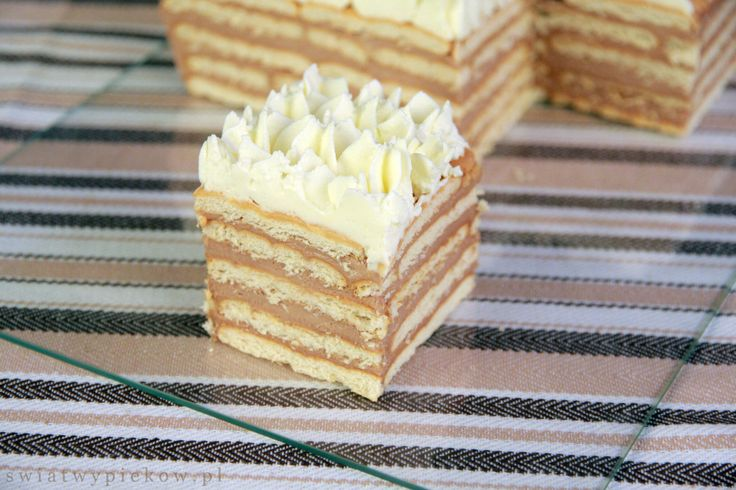 HALVA (rahash) LAYER CAKE: Layers of biscuits with fantastic halva pastry cream topped with whipped cream. Easy and delicious cake. (in Polish with translator)