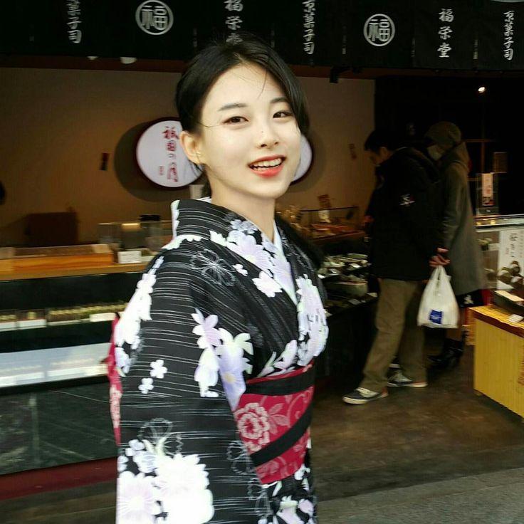~@leehee0818 과 함께한 일본여행~에서 제일 잘 나온. #교토 #오사카 #일본 #여행 #일본여행 #kyoto #osaka #japan #travel #2016 #겨울 #겨울방학 #2학년 http://tipsrazzi.com/ipost/1508001875462261139/?code=BTtf7dLjQmT