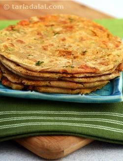For those days when you want to have something chatpata but made quickly, here is what you can choose! with tomatoes, onion, coriander and spices, the masala tomato onion paratha is nice and tangy but also easy to make. Since the stuffing is salad-like, it is also crunchy and refreshing to bite into.