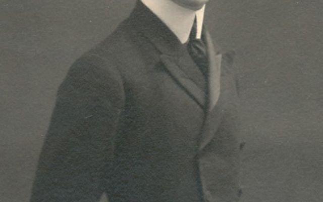La prima raccolta di versi di Aldo Palazzeschi Aldo Palazzeschi è noto soprattutto per alcuni romanzi umoristici e per le poesie scritte nel periodo futurista. Come poeta la sua carriera è iniziata però molto tempo prima, nel 1905, con la raccolt #palazzeschi #poesie #cavallibianchi