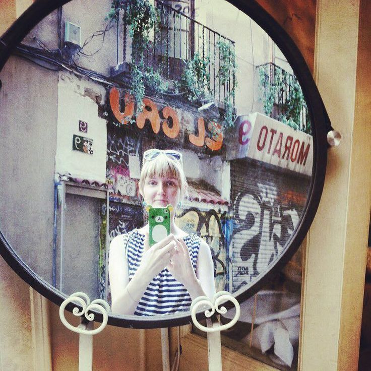 Шоппинг в Барселоне-рай для шопоголиков на ряду с Миланом и Парижем я в этом абсолютно уверена! Дабы не растягивать пост в бесконечность напишу про основные моменты и мои любимые места все остальное-про маршруты тц и аутлеты вы можете и погуглить  Пишите в комментах страны про шоппинг в которых хотели бы почитать или а то этот пост будет последним про #шоппингвевропе ! Испания одна из самых дешевых  стран ЕС цены по сравнению с другими странами ниже Многие бренды масс-маркета родом именно…