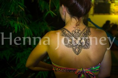 Floral henna lace on back