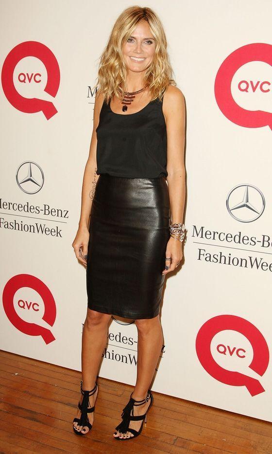Heidi Klum con falda de cuero negra