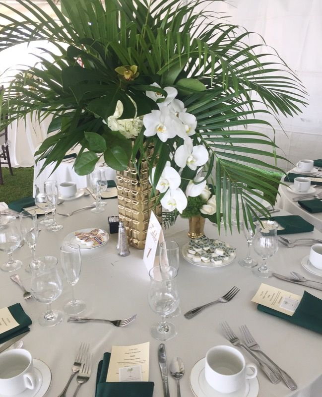 Tropics meet San Diego with these fun centerpieces