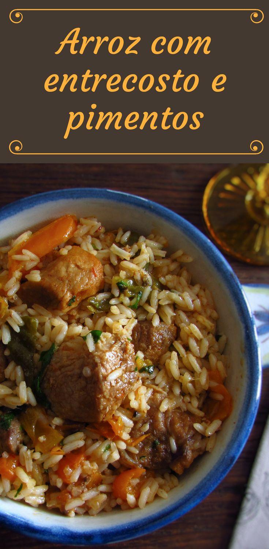 Arroz com entrecosto e pimentos | Food From Portugal. Quer preparar uma receita fácil, com excelente apresentação e bastante saborosa? Esta receita de arroz com entrecosto cozinhado com pimentos é simplesmente deliciosa! Experimente, vai adorar!! #receita #carne #entrecosto #arroz