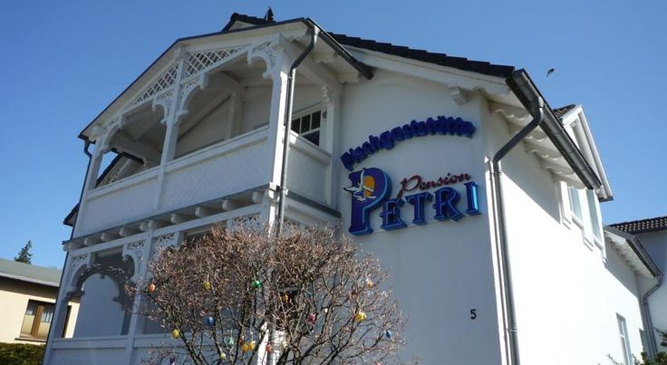 Pension Petri Ostseebad Sellin This family-run, 3-star hotel enjoys an ideal location in Sellin, on the Baltic Sea island of Rügen, 400 metres from the beach and 1 km from the Selliner See lake.