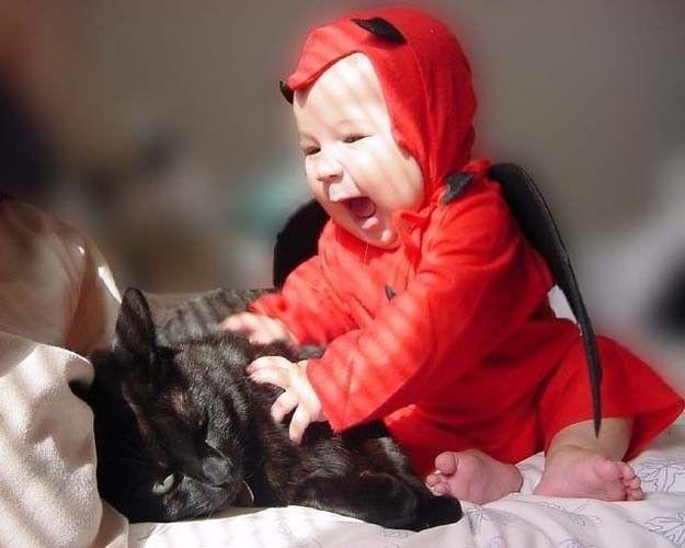 Foto di gatti e bambini