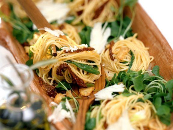 Pasta mit getrockneten Tomaten und Portulak ist ein Rezept mit frischen Zutaten aus der Kategorie Fruchtgemüse. Probieren Sie dieses und weitere Rezepte von EAT SMARTER!