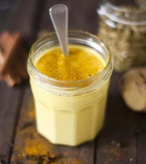 Golden Milk: la ricetta per combattere i dolori muscolari e i primi mal di gola | Ambiente Bio