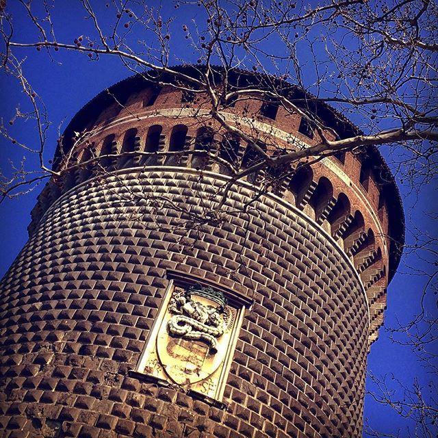 Сторожевая башня Кастелло Сфорцеско,Милан,Италия  Sforza Castle,Milano,Italy #italy #creativephototeam #sforza #castle #iphone #iphpne5s #likeforlike #followme