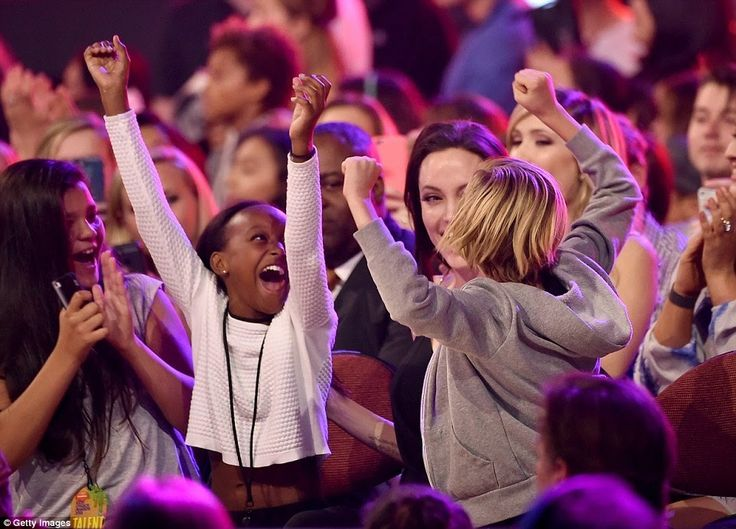 Angelina Jolie's put aside health Challenges to wins award at Kids Choice,Daughters Celebrate |Photospeek | horshaw's Blog
