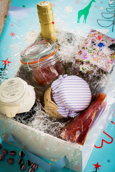 Coinciding with the last week of Advent, Spanish households look forward to the arrival of Christmas baskets, a tradition originated in ancient Rome where employers gave away food baskets to their customers.