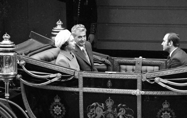 13th June 1978: Romanian president Nicolae Ceausescu (1918 - 1989) (left) and Queen Elizabeth II leaving Victoria Station, London for Buckingham Palace, at the start of his four-day state visit to Britain. (Photo by Mike Stephens/Central Press/Getty Images)