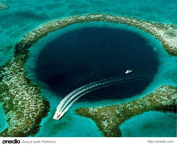 Büyük Mavi Delik: 300 metre çapında ve 124 metre derinliğinde, Belize kıyılarında bulunan bir denizaltı düdeni.