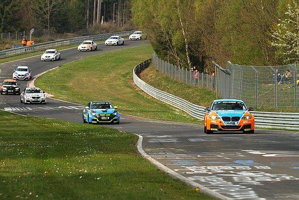 Spannung an jeder Ecke: Heiße Fights im BMW M235i Racing Cup