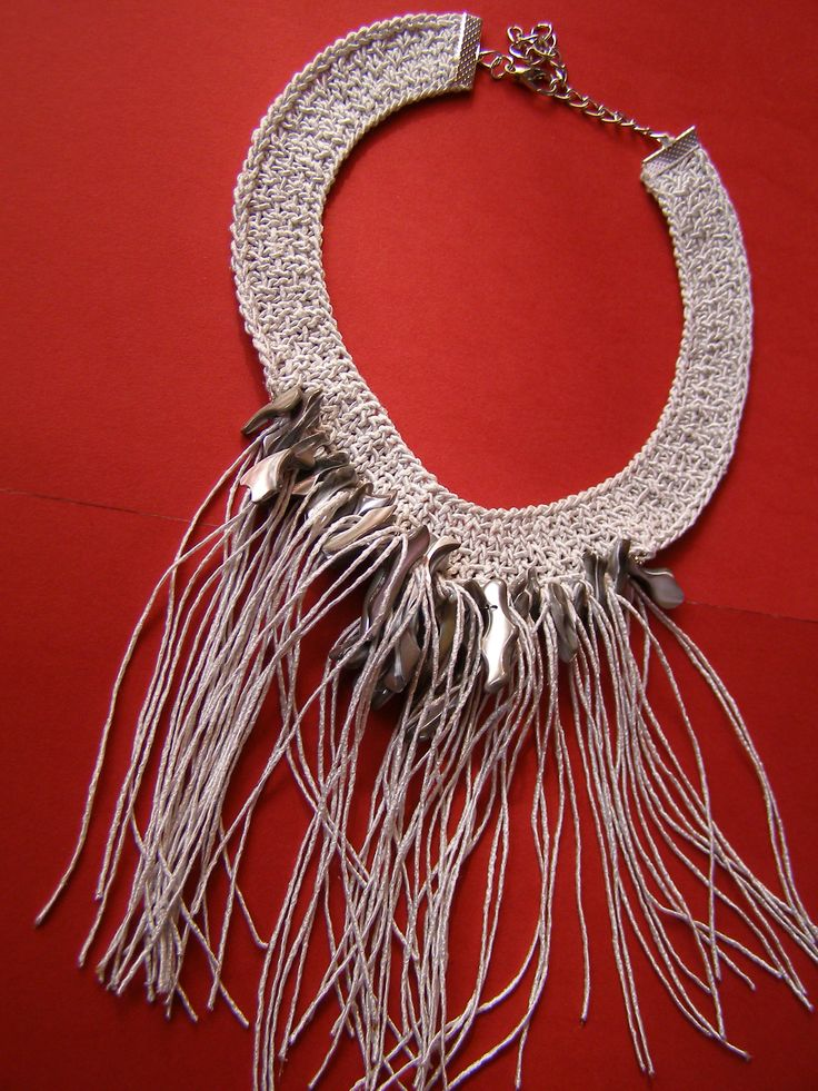 Knitted necklace. Materials: yarn and shells