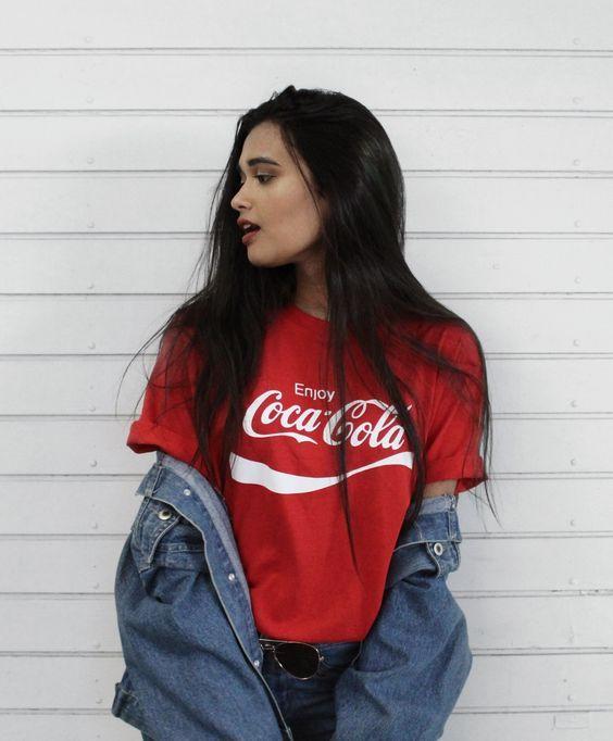 b93fe5e7d Moda tumblr: t-shirts com logos da Coca-Cola e Pepsi são o trend que  estamos amando
