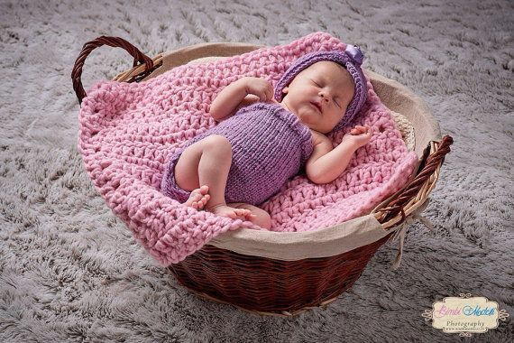 Newborn mini blanketPhoto propChunky crochet by LaBottegaDiViviana