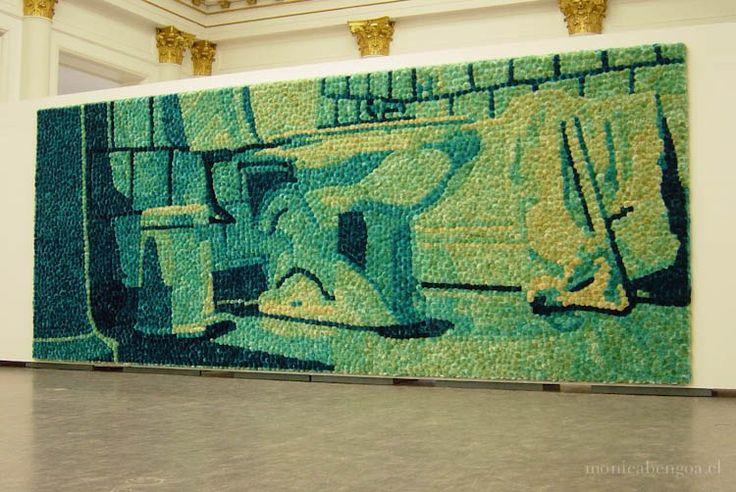 Mónica Bengoa: persistance & deflection (persistencia y variación) [2004]. Mural de 7.000 flores naturales de cardos teñidas. 4 x 10 m. #mural #fotografia #handmade #hechoamano