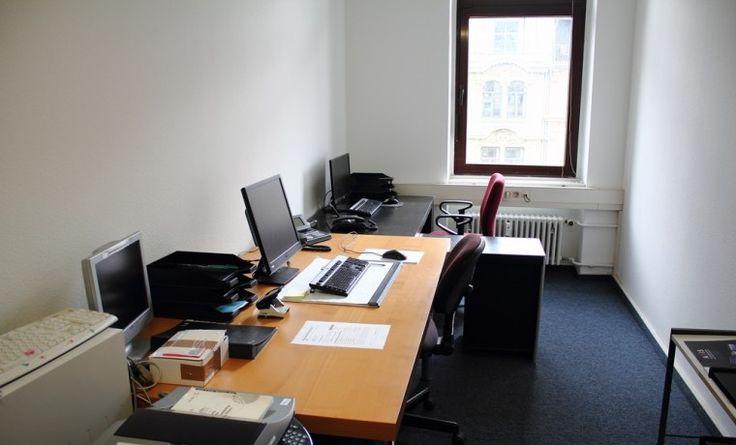 Freier Büroraum mit zwei Schreibtischen im Zentrum Frankfurts #Büro, #Bürogemeinschaft, #Office, #Coworking, #Frankfurt
