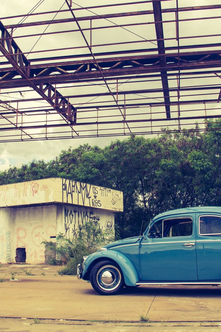New free photo by Danilo Fernandes. See more of Danilo's work on Pexels at https://www.pexels.com/u/danilo-fernandes-13673 #graffiti #car #vintage