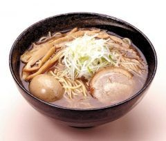 福島でランチもちもちの木  元は埼玉で人気の魚介系ラーメンでチェーン店が福島に熱々のスープが寒い日にはとっても美味しい  太麺の食感はまさにもちもちの木という名前に相応しくもちもちした食感です tags[福島県]