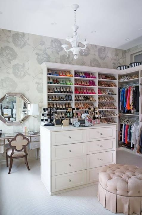 Fabulous Closet...especially the vanity!  #creative #homedisign #interiordesign #trend #vogue #amazing #nice #like #love #finsahome #wonderfull #beautiful #decoration #interiordecoration #cool #decor #tendency #brilliant #love #idea #modern #astonishing #impressive #art #diy #shelving #shelves #shelf #closet #wardrobe #changingroomSpare Bedrooms, Spare Room, Traditional Home, Dresses Room, Organic Closets, Shoes Storage, Bethenny Frankel, Closets Spaces, Dreams Closets