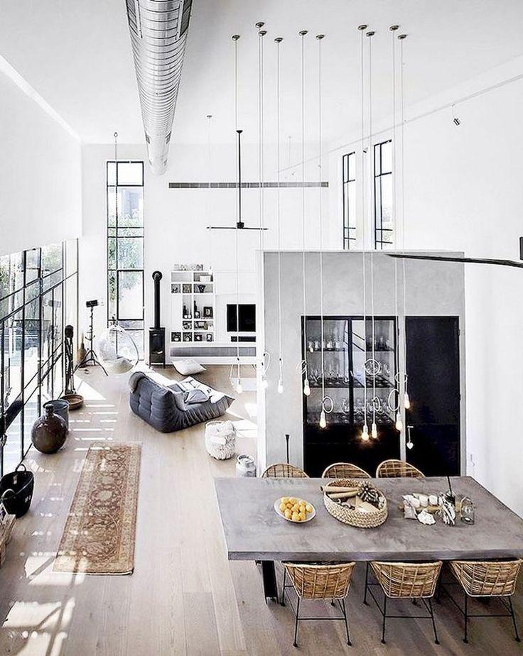 une pi ce de vie de loft avec une hauteur sous plafond. Black Bedroom Furniture Sets. Home Design Ideas