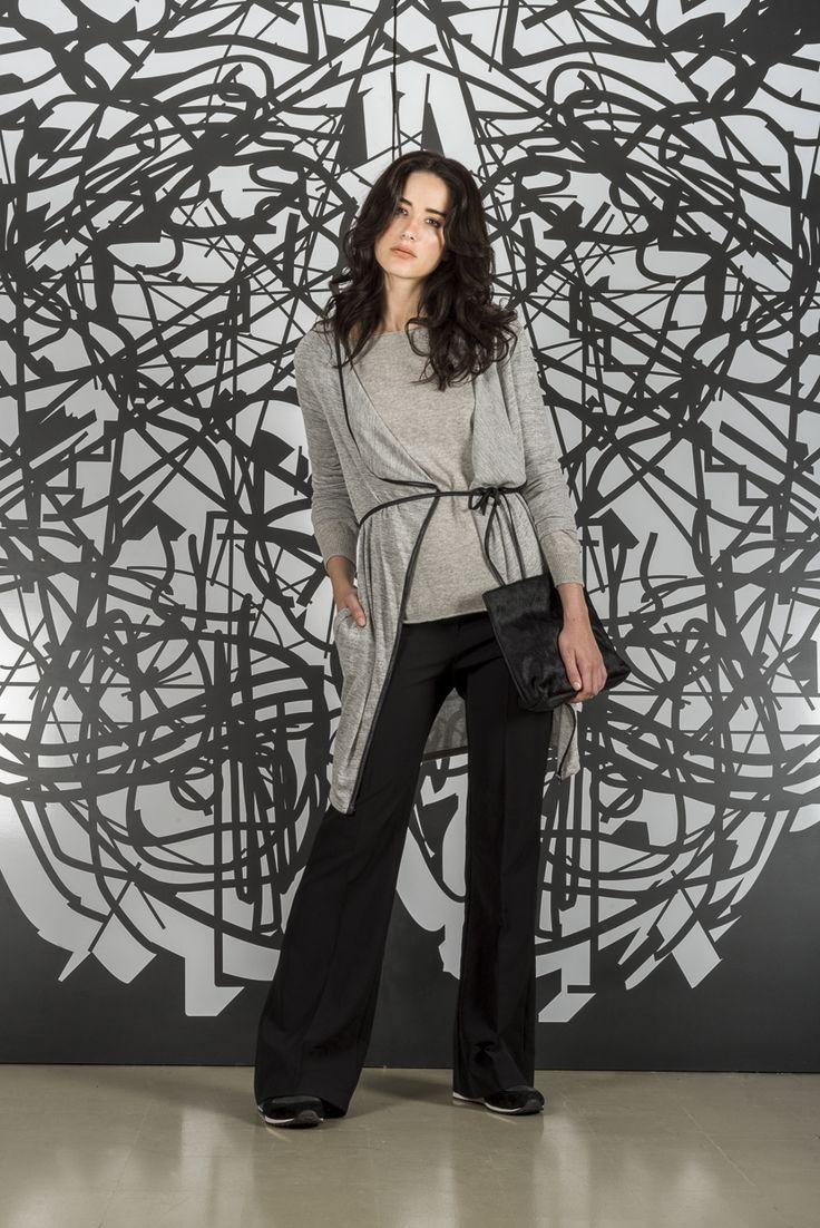 Pantalón Celestina + Cárdigan Arene + Sweater Millie + Sobre Piel + Zapatillas Moon