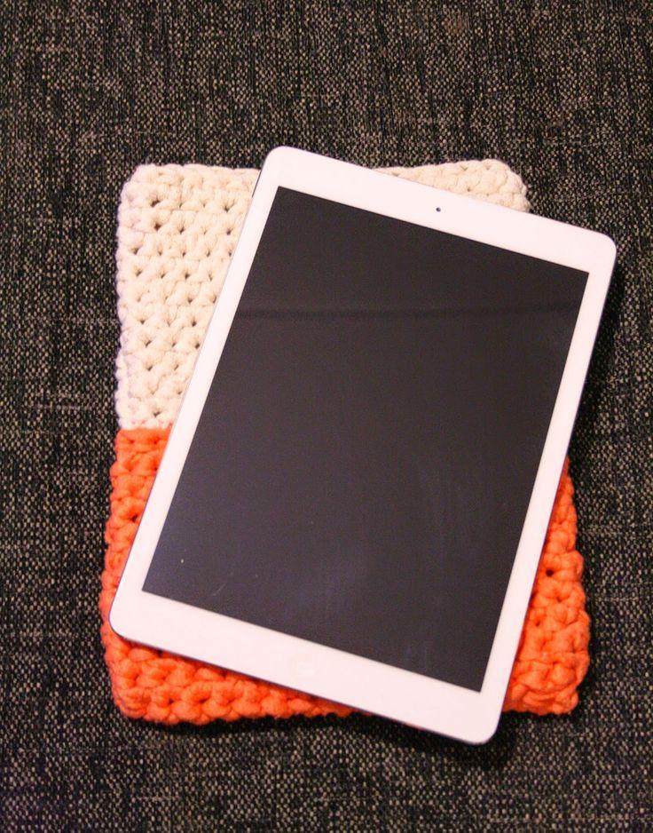 Tuntematon Tuunaaja: Virkattu suojapussi iPadille // Crochet cover for iPad
