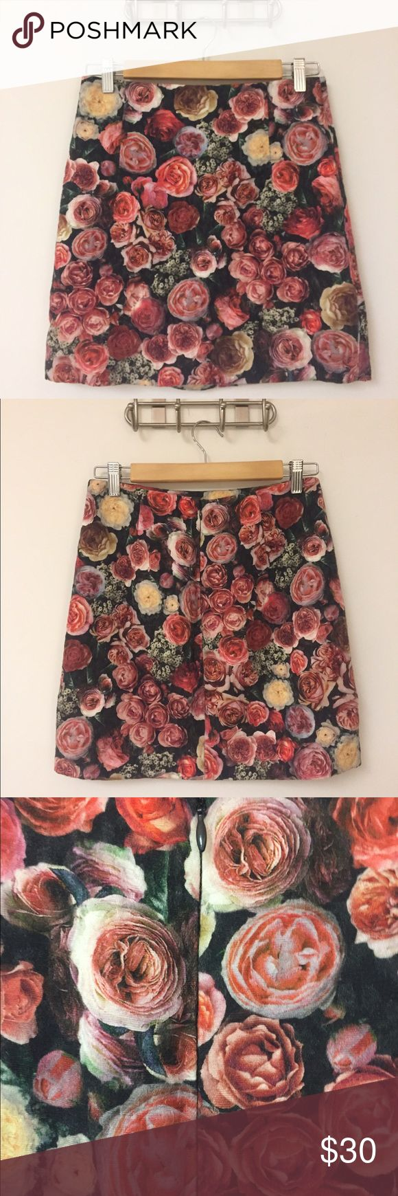 MNG collection: Floral mini skirt Purchased in Europe at a MANGO store, this skirt has served me beautifully. It can be dressed up or down very easily, making it a staple in my closet until now. Fabric and lining are completely in tact, as are the zipper and hook and eye closure, comment with any questions⚡️                                                                             Xo Mango Skirts Mini
