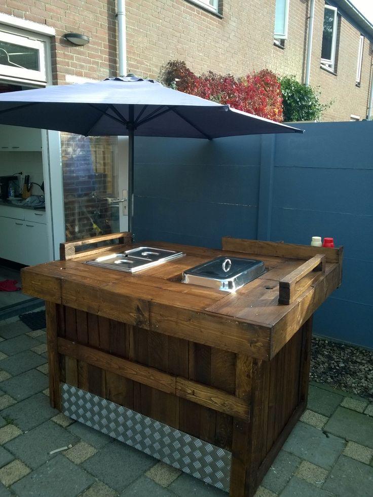 Foodcart van gerecyclede pallets.