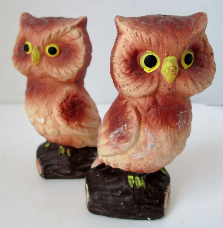 A very nice set of warm brown owl salt and pepper shakers. They have nice airbrushed coloring, matte finish and big yellow and black eyes. They are perched on a dark brown log. One has one (1) pour ho