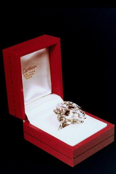 """Besuch der Cartier-Ausstellung """"Style and History"""" 18. Dezember 2013 AUSSTELLUNG  Diamantring, den Richard Burton Schauspielerin Elizabeth Taylor schenkte © Courtesy of Cartier"""