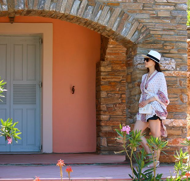 Dreamy Holidays with ethnic inspired kimono combined with an elegant hat and a minimal small bag!