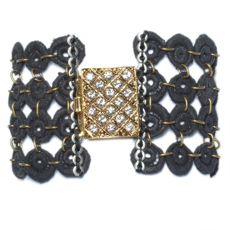 """Brazalete """"Malla"""" - cristinacardenas.es                     precio: 135€                                                         Brazalete de encaje tenido en negro, broche vintage chapado en oro de 24k y cristalitos checos."""