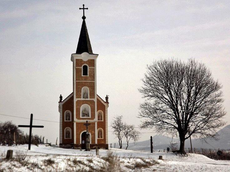 A Balaton-felvidék tele van hangulatos kis falvakkal, most ezek közül is az egyik legszebbről, Hegymagasról hoztam néhány igazán különleges télifotót.