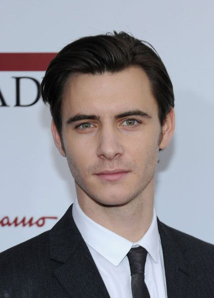 Harry Lloyd - major neckgasm right there