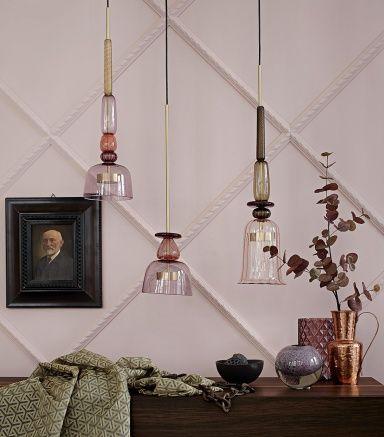 wohnen mit farben einrichten in braun und rosa ledersofa vor rosa wand - Wand Beige Braun
