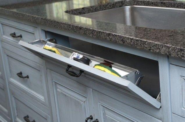 Кухонная мебель: выдвижная панель для губок и щеток под раковиной