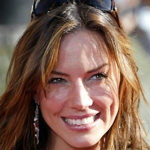 Tess Parrish (Krista Allen) - wears sunglasses  on head alot. Green eyes, short, deep dimples, full lips, long bangs, hair length right above waist with soft waves.Likes gardening, ancestry research, wants to write mysteries, White wine ( ), Peach & berry,flavored coffee like mom, hiking, skiing, boating