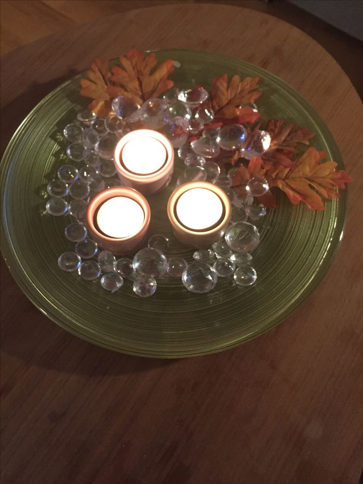 """Autumn mood, autumn colors. Glass decor plate in green, fall leaves, """"diamonds"""" and ceramic candleholders in pastel pink, maroon and aubergine."""