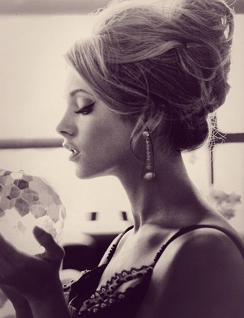 Google Image Result for http://www.mynewhair.info/wp-content/uploads/2012/09/updo-hairstyle-lana-del-rey.jpg