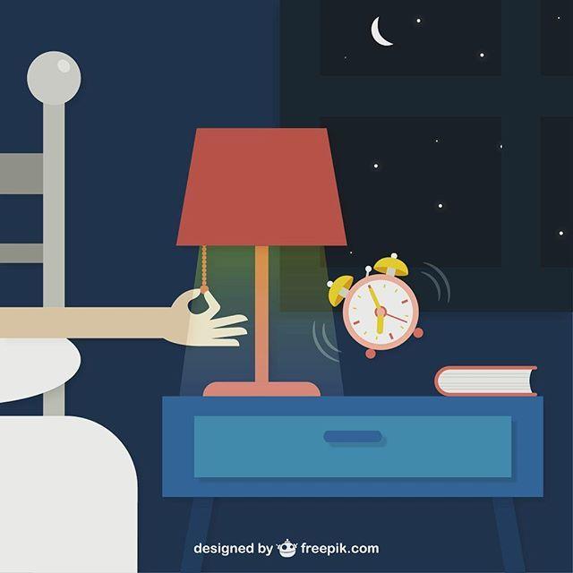 Sağlıklı ve düzenli kilo kaybı için günlük ihtiyacımız olan uykuyu almamız çok önemli. Yapılan araştırmalar uyku bozukluğu olan hastaların %70-90'nın kilolu veya obez olduğunu gösterir. Uykusuzluk problemi yaşayan hastalarda kortizol ve leptin hormonlarının etkilenmesi sonucu kişi kendini sürekli aç hisseder ve bu da kilo artışına neden olur.  Bu nedenle akşam uykumuzu kaçıracak şeylerden uzak durmalıyız.  İyi geceler  #sağlık #sağlıklıyaşam #sağlıklıbeslenme #uyku #diyet #diyetisyen…