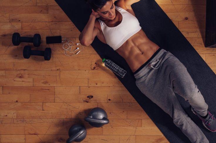 Seus treinos não estão dando resultado? Você pode está cometendo alguns erros que anulam os abdominais. Vejam 4 principais deles!