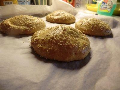 Har lagt ut oppskrift på noen andre hamburgerbrød før, men etter jeg prøvde denne i går, kommer j...