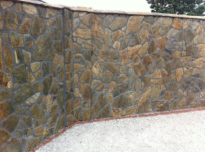 Our natural facade stone gives perfect finish for both internal and exterior facades. Slate wall cladding stone is characterized by  charm and durability that cannot be found with standard building materials.