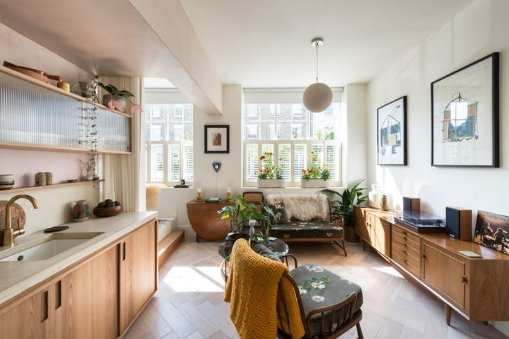 This wonderfully designed one-bedroom apartment is part of a former print works close to London Fields in central Hackney. The apartment has been beautifully re-configured and re-designed to an exacting standard by the architectural and interior designers Bentley Hagen Hall. The flat sits broadside to the street with large, shuttered, south-facing windows in every room. […]