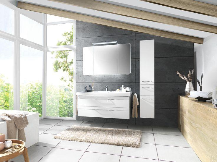 Stilvolles Badezimmer von SADENA in klassischem Weiß Badezimmer - badezimmer 10 quadratmeter